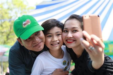 Kim Hiền hạnh phúc khoe bụng bầu 3 tháng bên chồng con - 10