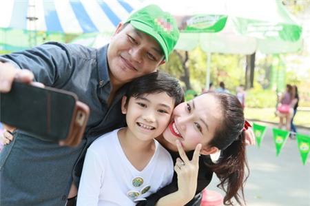 Kim Hiền hạnh phúc khoe bụng bầu 3 tháng bên chồng con - 11
