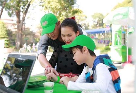 Kim Hiền hạnh phúc khoe bụng bầu 3 tháng bên chồng con - 12