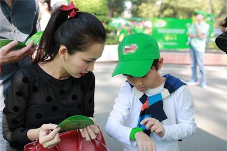 Kim Hiền hạnh phúc khoe bụng bầu 3 tháng bên chồng con - 13