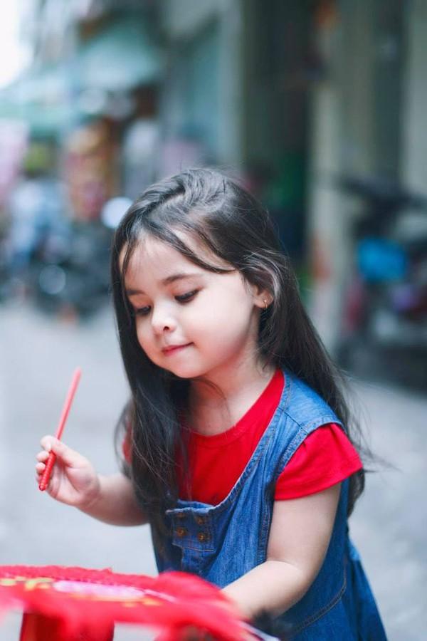 1407392546Ly 2014 6f30b Cô bé 3 tuổi lai Việt Nam   Hungary xinh yêu như thiên thần