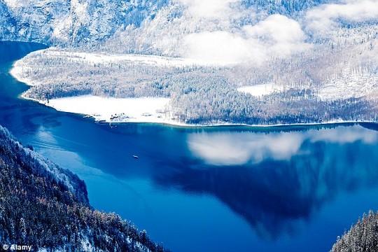 Hồ Koenigssee nổi tiếng là hồ sạch nhất và trong nhất nước Đức. Ảnh: Alamy