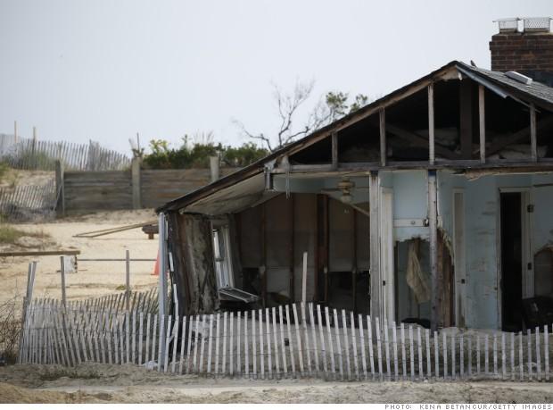 Một ngôi nhà bị bỏ hoang ở New Jersey hai năm sau siêu bão Sandy