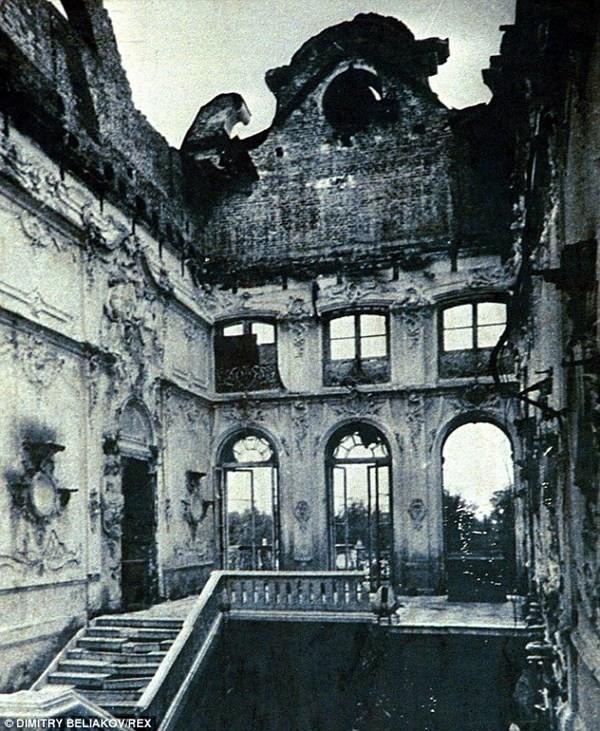 Phần còn lại của Phòng Hổ phách của Nga hoàng sau khi bị phát xít Đức cướp phá. Ảnh: Dimitri Beliakov