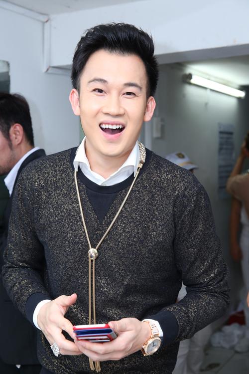 Điều thú vị là Dương Triệu Vũ - người anh em thân thiết nhất với Mr. Đàm - cũng đeo một chiếc giống hệt.
