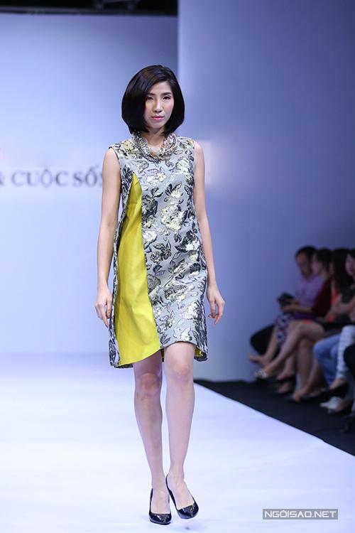 Những phom dáng váy ngắn dễ dàng ứng dụng đều được khai thác và tạo thêm điểm nhấn bằng việc sử dụng chất liệu hợp mùa và gam màu bắt mắt.