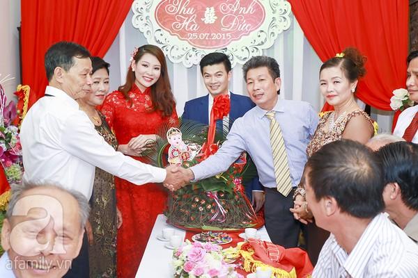 Ngọc Hân, Hồng Quế xinh tươi bê tráp cho Hoa hậu Thu Hà 19