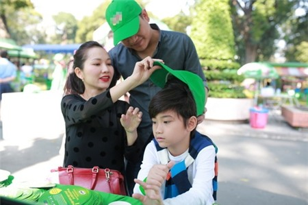 Kim Hiền hạnh phúc khoe bụng bầu 3 tháng bên chồng con - 14
