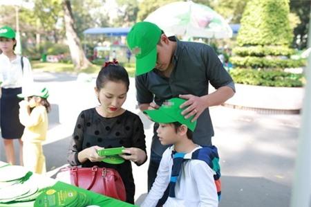 Kim Hiền hạnh phúc khoe bụng bầu 3 tháng bên chồng con - 15