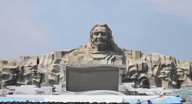 Tượng đài Mẹ VNAH được đặt tại núi Cấm, xã Tam Phú, TP Tam Kỳ, Quảng Nam.  Ảnh: Đ.Hoàng