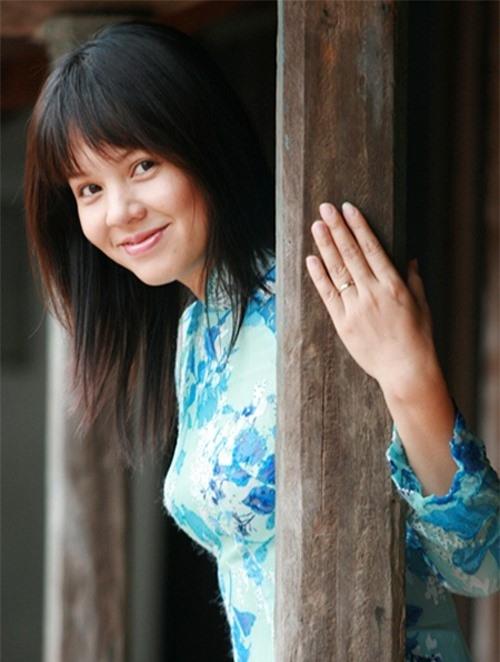 MC Diễm Quỳnh là một trong những gương mặt người dẫn chương trình được đông đảo khán giả màn ảnh nhỏ yêu mến với lối dẫn dắt thông minh, nhẹ nhàng, khéo léo và nụ cười tỏa nắng, cho dù ở thời điểm hiện tại, chị không còn xuất hiện nhiều trong vai trò này.