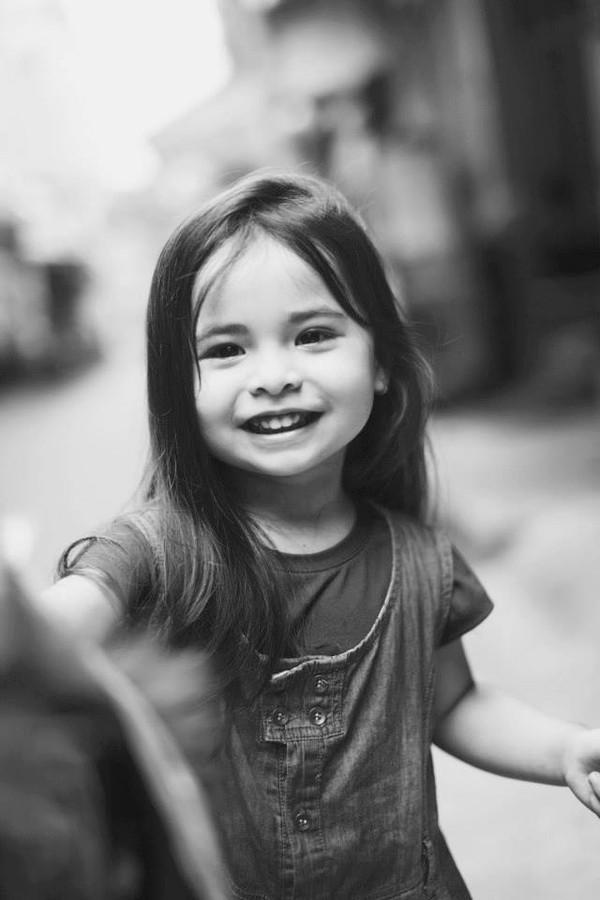 1407392564Ly1 2014 6f30b Cô bé 3 tuổi lai Việt Nam   Hungary xinh yêu như thiên thần
