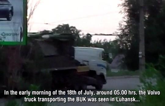 Chiếc xe xuất hiện ở TP Luhansk trước khi vượt biên giới vào Nga. Ảnh: Daily Mail