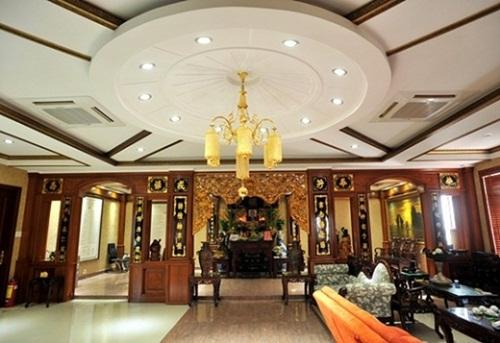 Kiến trúc được sắp xếp theo phong cách hoàng gia