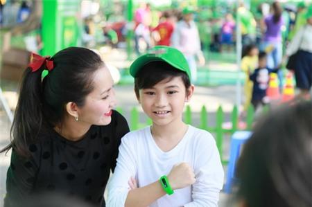 Kim Hiền hạnh phúc khoe bụng bầu 3 tháng bên chồng con - 2