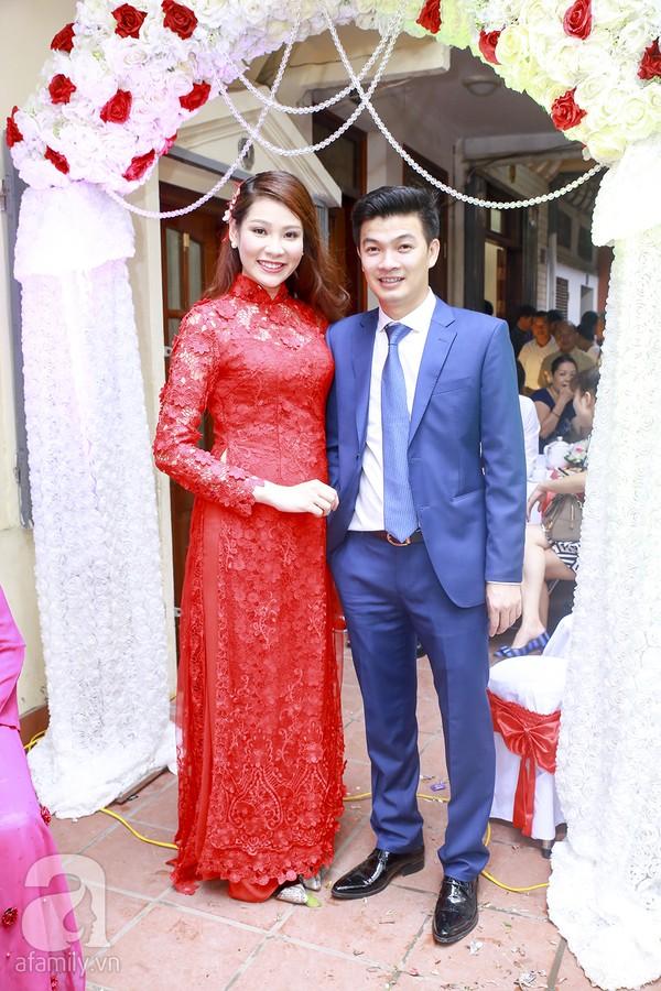 Ngọc Hân, Hồng Quế xinh tươi bê tráp cho Hoa hậu Thu Hà 2