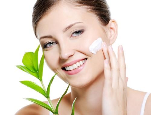Chọn các sản phẩm trang điểm khoáng: Các sản phẩm này đem lại vẻ đẹp tự nhiên, đồng thời cung cấp các dưỡng chất khoáng rất tốt cho da. Chúng cũng khiến da sáng và mịn màng hơn rất nhiều.