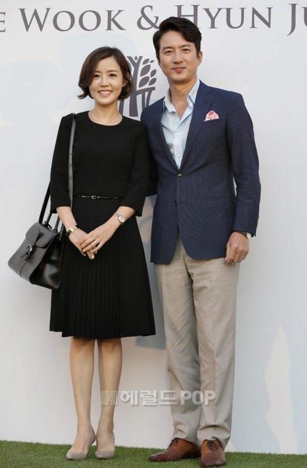 Vợ chồng Jung Jun Ho cũng tham dự đám cưới.