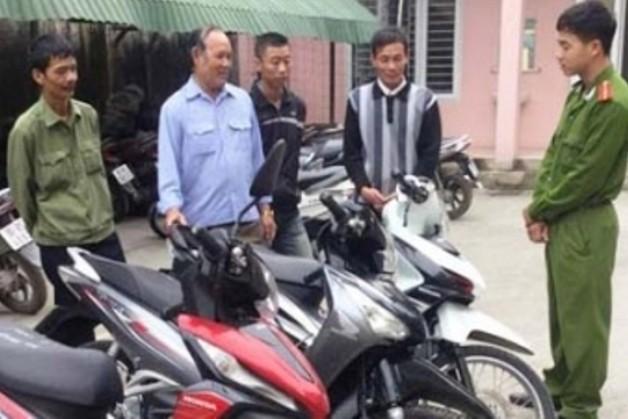 Công an thành phố Thanh Hóa trao trả xe cho những người bị cướp