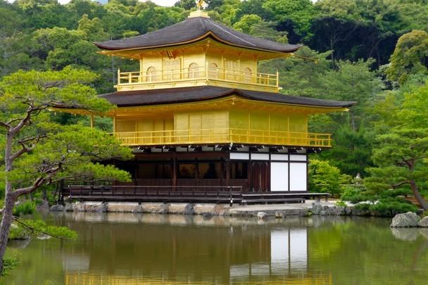 Kim Các Tự, chùa Lộc Uyển, Kyoto, Nhật Bản: Kim Các Tự (Gác Vàng) nằm trong khuôn viên chùa Lộc Uyển, một di sản văn hóa của cố đô Kyoto.