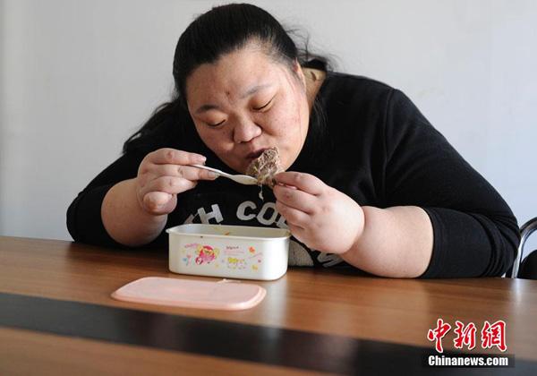 Năm 2011, do thân hình quá to béo, Liu không được măc