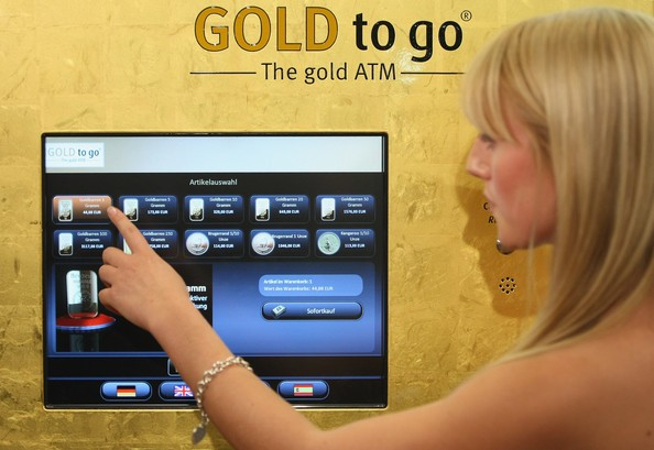 7. Máy bán vàng miếng tự động: Nếu muốn tìm thứ chứng minh độ giàu có của Dubai, bạn có thể tìm một trong những máy bán vàng miếng tự động này.