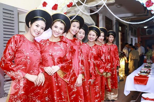 Ngọc Hân, Hồng Quế xinh tươi bê tráp cho Hoa hậu Thu Hà 17