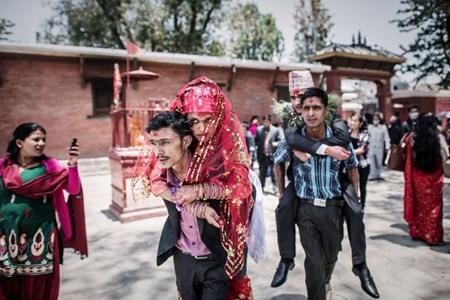 Nepal: Nhung dam cuoi giua long dong dat kinh hoang