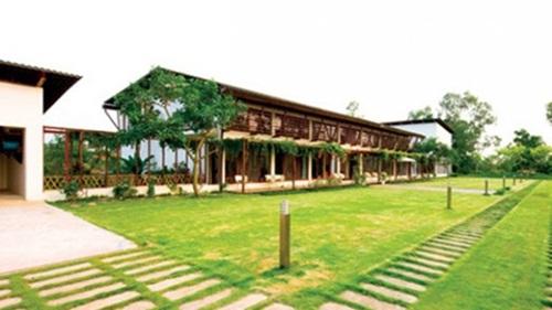 Căn biệt thự toàn gỗ quí của gia đình Thu Hương