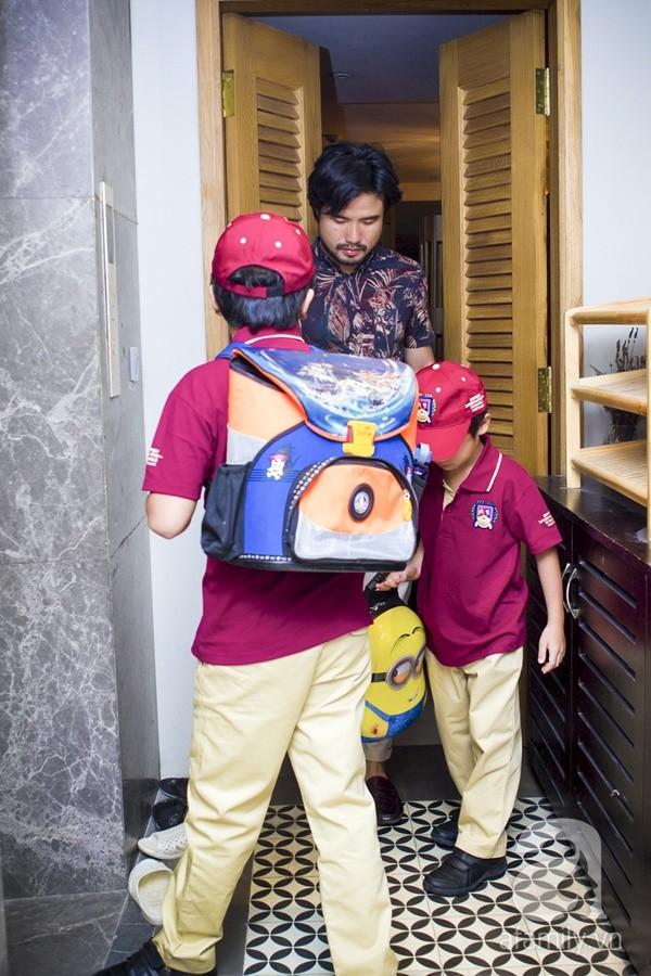 Một ngày đưa con đi học của ông bố đại gia Đỗ Minh 2