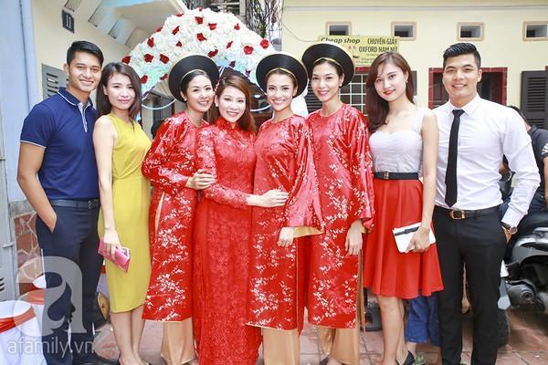 Ngọc Hân, Hồng Quế xinh tươi bê tráp cho Hoa hậu Thu Hà 6