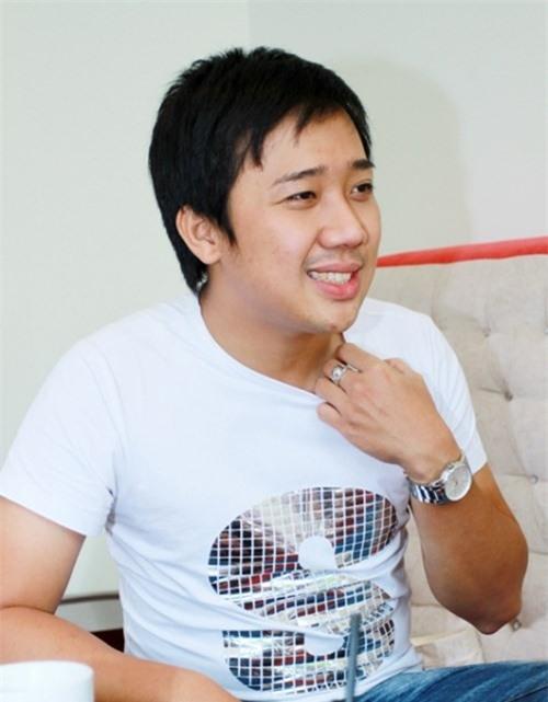 Trấn Thành là một diễn viên kiêm MC, anh được người hâm mộ yêu mến bởi tài ăn nói hoạt ngôn, cách dẫn chuyện vui vẻ, hài hước. Nhờ thế mà hiện tại Trấn Thành đang là MC trẻ nổi bật nhất của showbiz Việt.