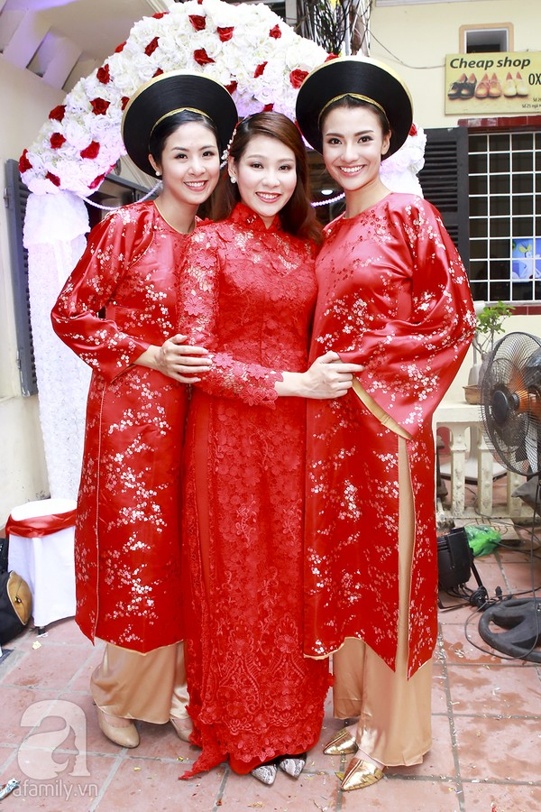 Ngọc Hân, Hồng Quế xinh tươi bê tráp cho Hoa hậu Thu Hà 7