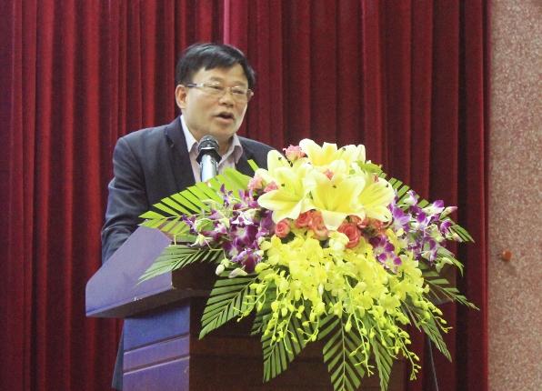 Ông Thái Huy Vinh, Phó GĐ Sở GD&ĐT Nghệ An chủ trì hội nghị