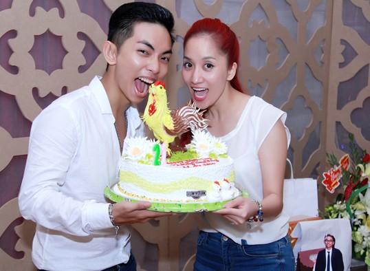 Khánh Thi và Phan Hiển trong tiệc sinh nhật
