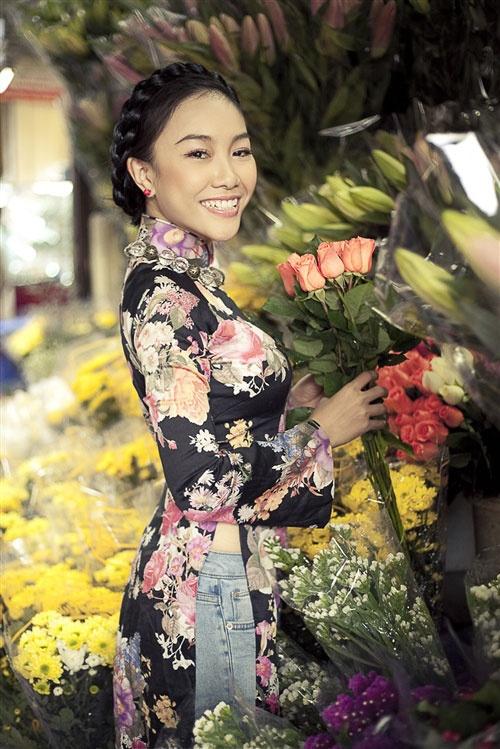 Ca sĩ Đoan Trang được coi là người đi tiên phong trong việc mặc áo dài kết hợp với quần jean.