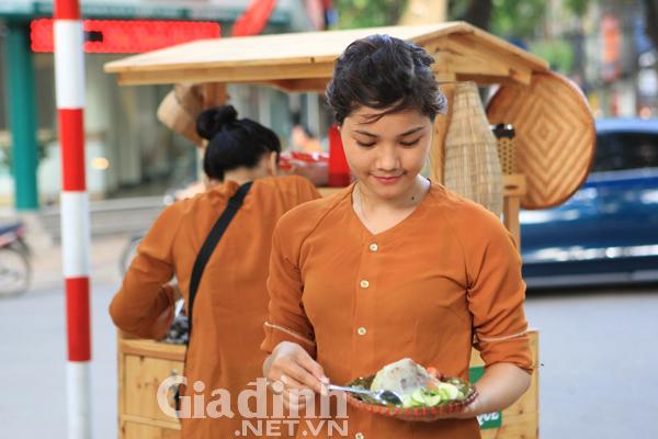 Cô chị mang tên Thu Trang sinh năm 1990 sở hữu gương mặt xinh xắn, nhẹ nhàng của thiếu nữ Hà thành.