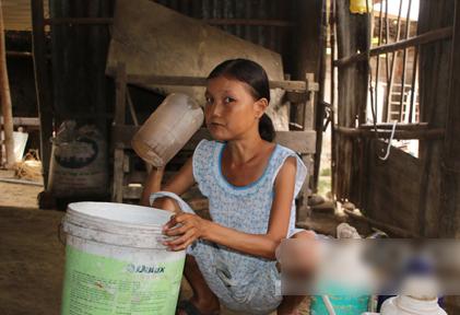 Chị Nguyễn Thị Như Ý uống rất nhiều nước.