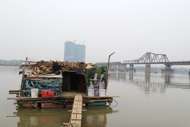 """Sông Hồng, nơi từng ghi dấu ấn của Thượng tá Thắng trong vụ bắt gọn đại ca Chiến """"cương"""" sau 10 năm trốn truy nã. Ảnh: P.B"""
