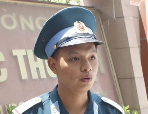 Thí sinh Bùi Minh Đức với ước vọng muốn thi đỗ Trường Sĩ quan Chính trị để gắn bó lâu dài trong quân đội.