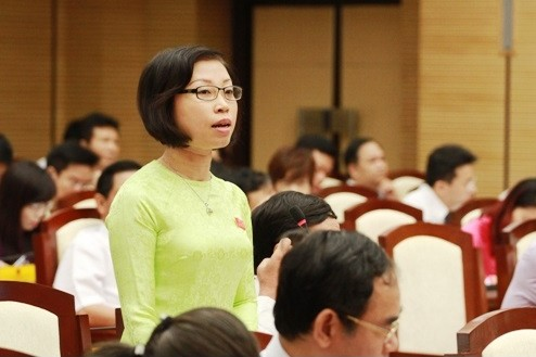 Đại biểu yêu cầu làm rõ giải pháp để hoàn thành con số 100% người dân Thủ đô được dùng nước sạch vào cuối năm 2015. ảnh: hanoi.gov.vn