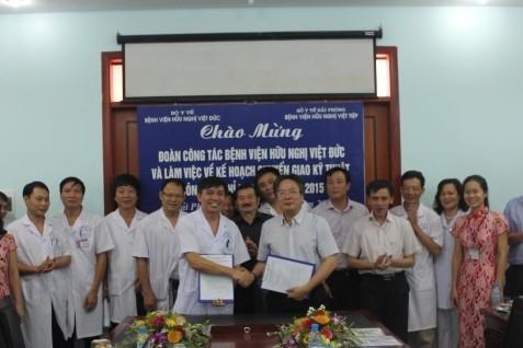 Năm 2014, BV Việt Tiệp đã chuyển giao 16 kỹ thuật cho 15 bệnh viện thuộc tuyến quận, huyện. Ảnh: P.V