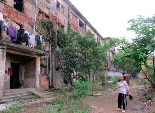 Hình ảnh xuống cấp nghiêm trọng tại chung cư A 6, phường Thọ Sơn, TP Việt Trì. Ảnh: H.C