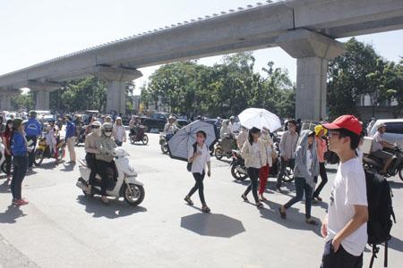 Nắng nóng tiếp tục duy trì trong ngày 21/4 ở miền Bắc, Trung. Ảnh: Q.Anh