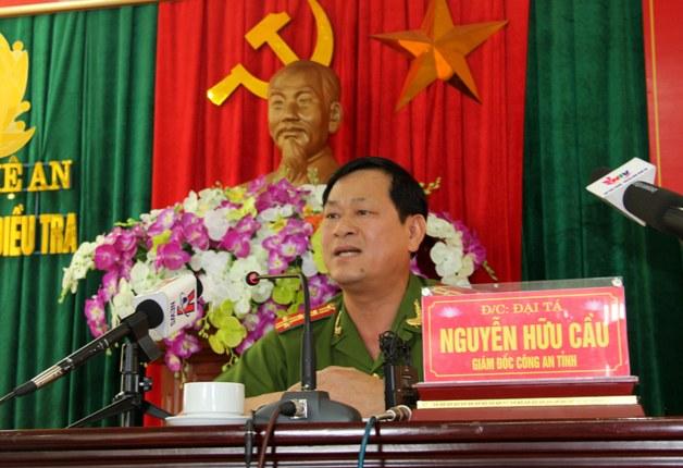 Đại tá Nguyễn Hữu Cầu cho biết thông tin trên tại buổi họp báo. Ảnh Hồ Hà