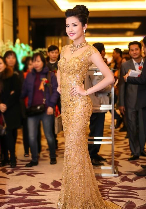 Á hậu Huyền My cũng sở hữu nhiều ưu thế nhưng vẻ đẹp của cô được đánh giá là phù hợp với các cuộc thi châu Á hơn là Hoa hậu thế giới