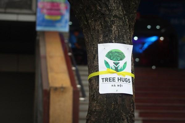 Giới trẻ Hà Nội thể hiện tình yêu cây xanh