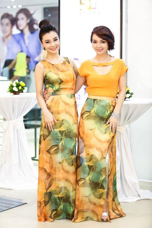 Chị em diễn viên Mai Thu Huyền-Mai Thu Trang sành điệu với trang phục ton sir ton