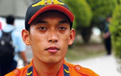 Chân dung thợ lặn Mahmud Junianto