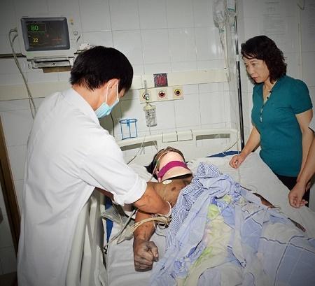 Phó Chủ tịch UBND tỉnh Quảng Ninh cũng có mặt để chỉ đạo công tác cứu chữa,